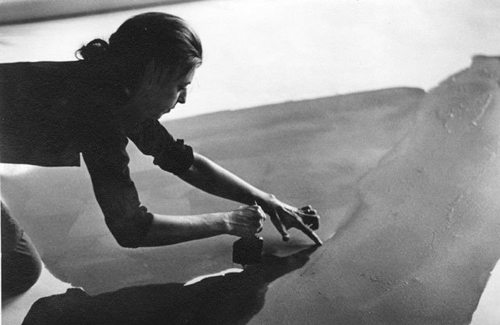 Helen Frankenthaler at work_1969_Ernst Haas_1