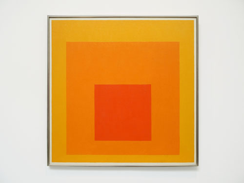 Homage to the Square-Warm-Near_Josef Albers
